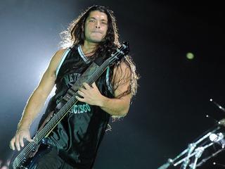 """Metallica zachwyciła publiczność. Zagrali """"Wehikuł czasu"""". Rob Trujillo śpiewał po polsku"""