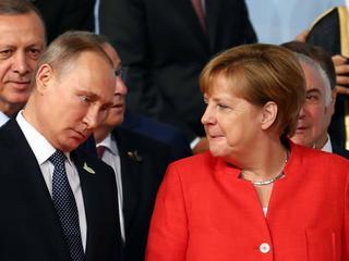 To słynne nagranie Merkel i Putina ze szczytu G20 stało się hitem sieci