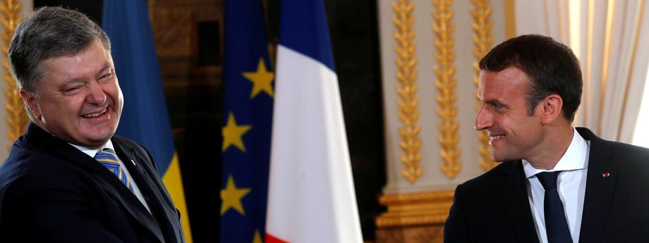 French President Emmanuel Macron and Ukrainian President Petro Poroshenko attend a joint news conference at the Elysee Palace in Paris