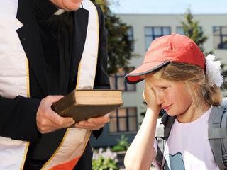 Ksiądz gnębił dzieci, ale pracy w szkole nie straci