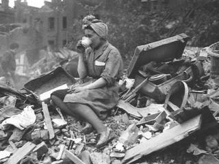 """""""Absurd"""" i """"skandal"""". Tak Brytyjczycy reagują na współczucie Amerykanów po zamachu"""
