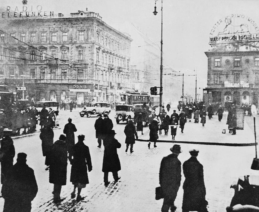 Warszawa 1930. Skrzyżowanie ulicy Marszałkowskiej z Alejami Jerozolimskimi. PAP/Reprodukcja Dokadny miesiąc i dzień wydarzenia nieustalone.