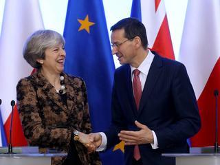Theresa May podszczypuje Morawieckiego. Mówi o praworządności