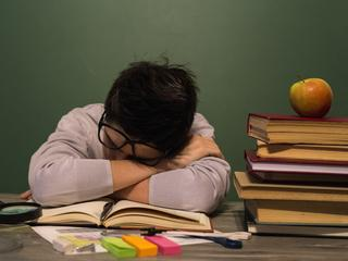 Zamiast nowoczesnej nauki siedzenie w kozie. Po reformie Zalewskiej dzieci spędzają w szkole 40 godzin w tygodniu