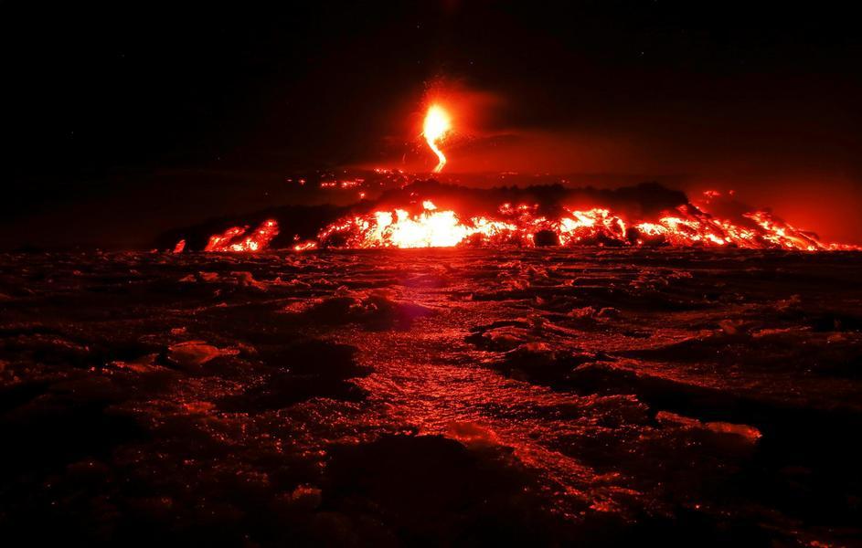 Erupcja Etny z 28 lutego 2017.
