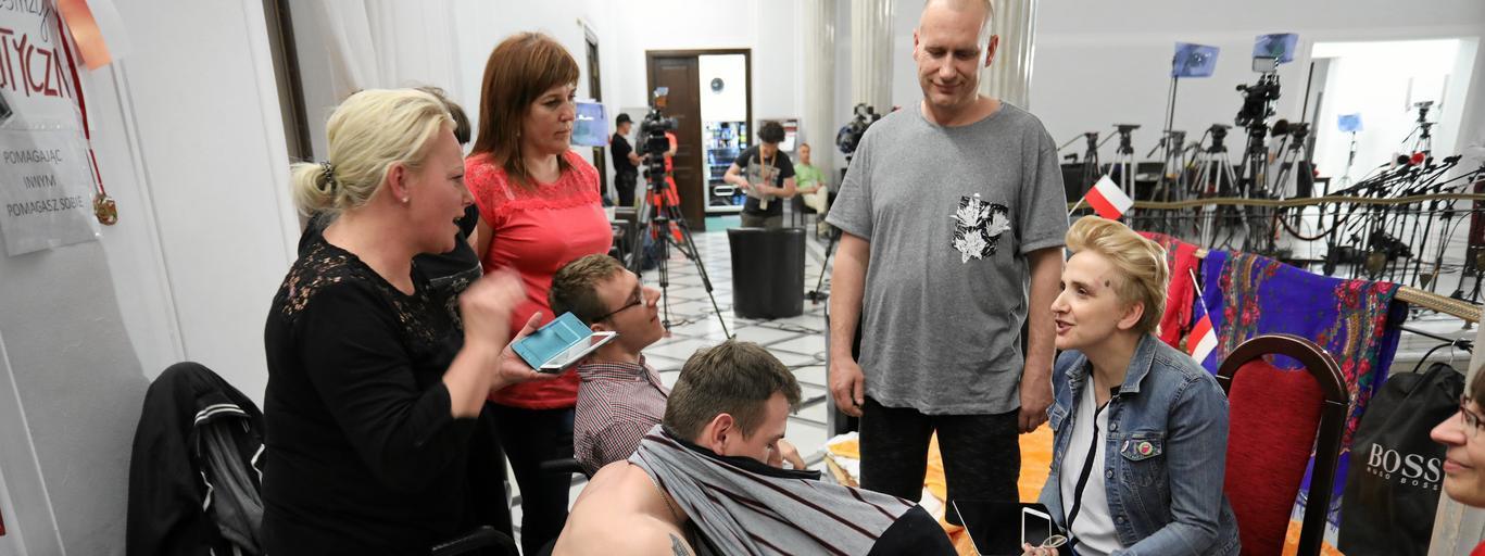 Po wizycie Agaty Kornhauser - Dudy u protestujacych w Sejmie