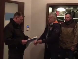 Władysław Frasyniuk zatrzymany. Policja przyszła do mieszkania o świcie