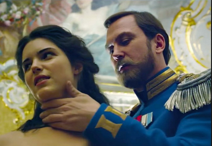 Lars Eidinger, Michalina Olszańska w filmie Matylda, 2017