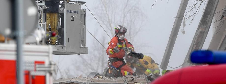 prace na miejscu katastrofy budowlanej