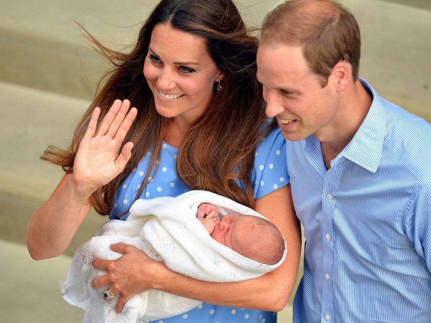 2013 rok. Książę William i księżna Catherine wraz ze swoim pierwszym dzieckiem – księciem Jerzym Aleksandrem Ludwikiem