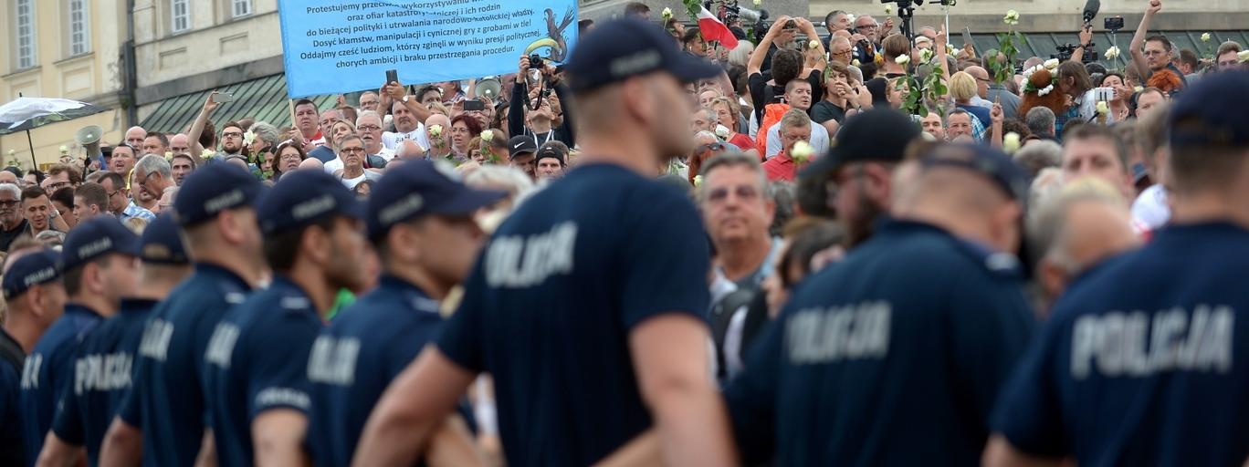 policja kontrmanifestacja manifestacja krakowskie przedmieście 10 lipca