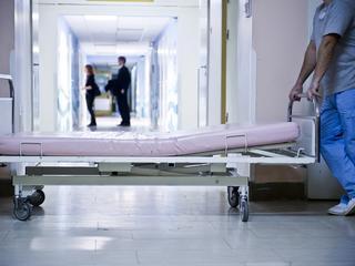 """""""Leczył"""" chorego na raka witaminami. 12-letni chłopiec zmarł"""