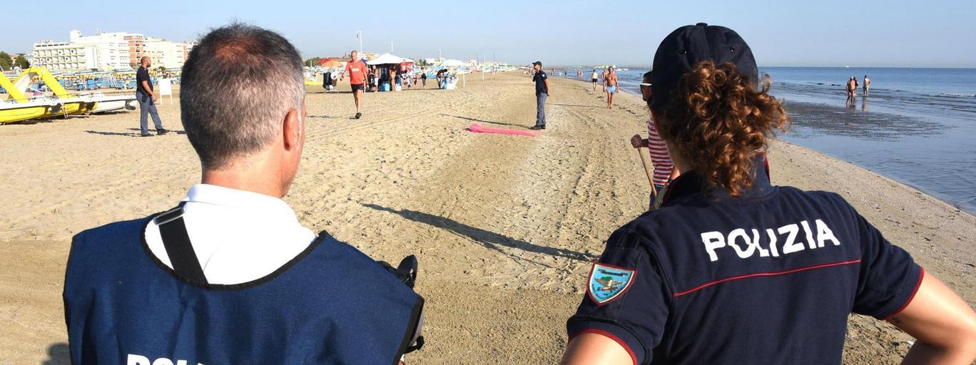 Włochy Rimini policja plaża gwałt turyści podróże
