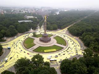 Wszędzie farba. Co Greenpeace zrobił z ulicami Berlina?