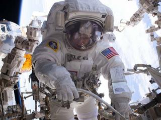 200. spacer po Międzynarodowej Stacji Kosmicznej. Możesz zobaczyć go na żywo!