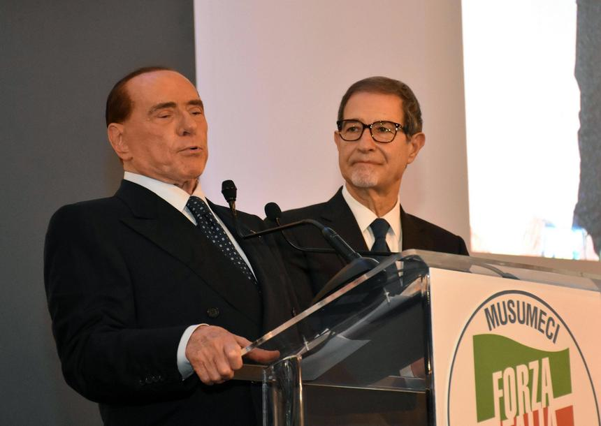 Silvio Berlusconi przemawia podczas wiecu wyborczego Nello Musumeciego