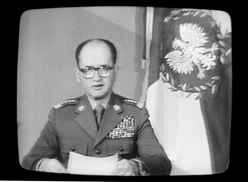 Generał Wojciech Jaruzelski ogłasza stan wojenny w telewizyjnym przemówieniu