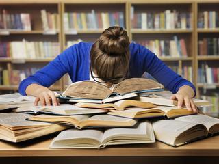 Przemęczeni, zrezygnowani, wypaleni. Jak reforma edukacji odbiła się na uczniach?