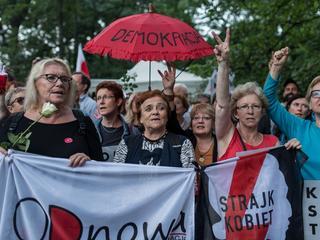 Strajk Kobiet przed siedzibami PiS w całym kraju