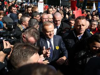 Niemieckie media: PiS próbuje zrobić z Tuska zdrajcę swojego narodu