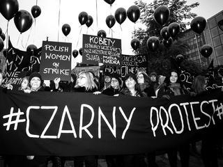"""""""Nie będziemy grzeczne"""". Kobiety znów wychodzą na ulice"""