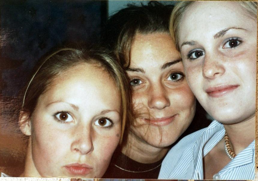 II połowa lat 90. Kate Middleton wraz ze szkolnymi koleżankami