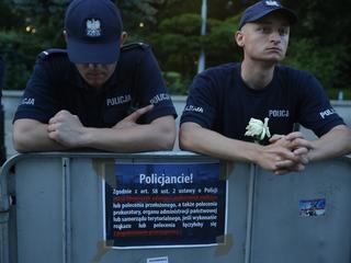 """""""Plują w twarz i nazywają gestapowcami"""". Policjant o demonstracjach pod Sejmem"""