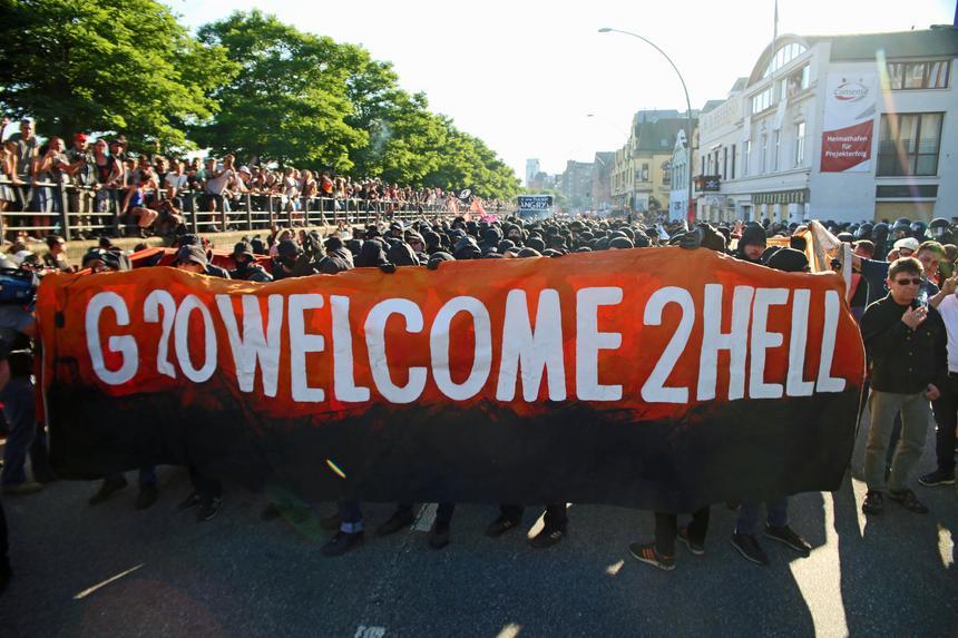 """""""Witamy w piekle"""" – takim hasłem antyglobaliści powitali przywódców, którzy do Hamburga przyjechali na szczyt G20"""