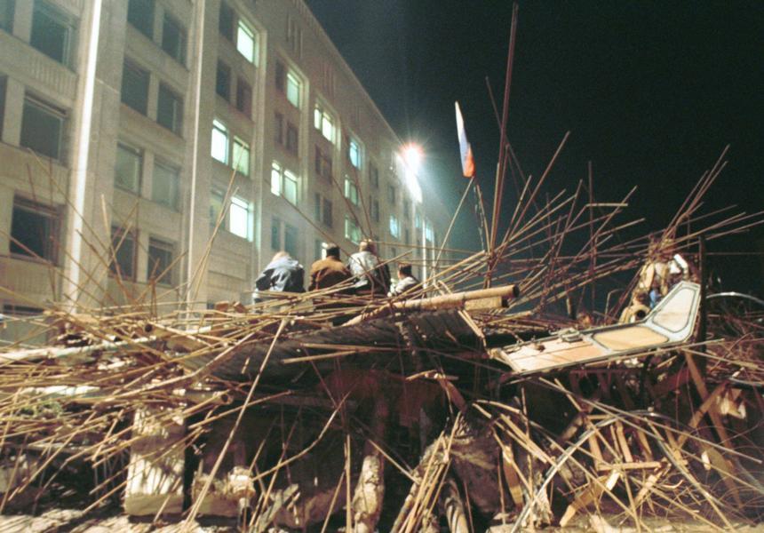 19 sierpnia 1991 r. Barykady przed budynkami rządowymi.