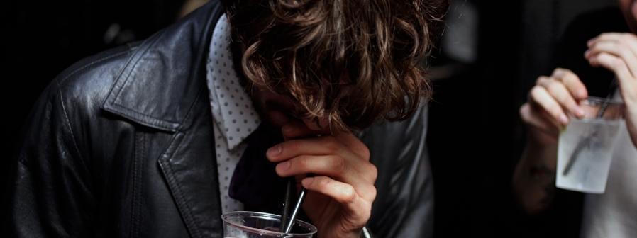 Alkohol, narkotyki, seks i zakupy. Polacy wpadli w spiralę nałogów