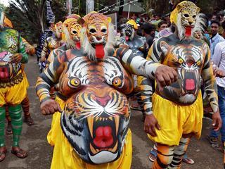 Ludzie-tygrysy, Święta Śmierć i wyschnięte sztuczne jezioro