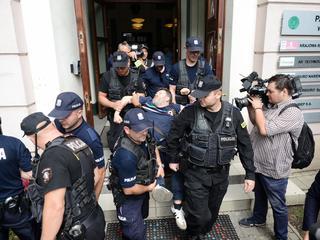 Obywatele RP zablokowali KRS. Policja usunęła protestujących z budynku
