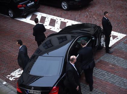 premier Beata Szydlo w otoczeniu BOR opuszcza gmach Sejmu.