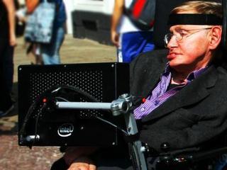 Stephen Hawking zapewnia, że Bóg nie stworzył świata