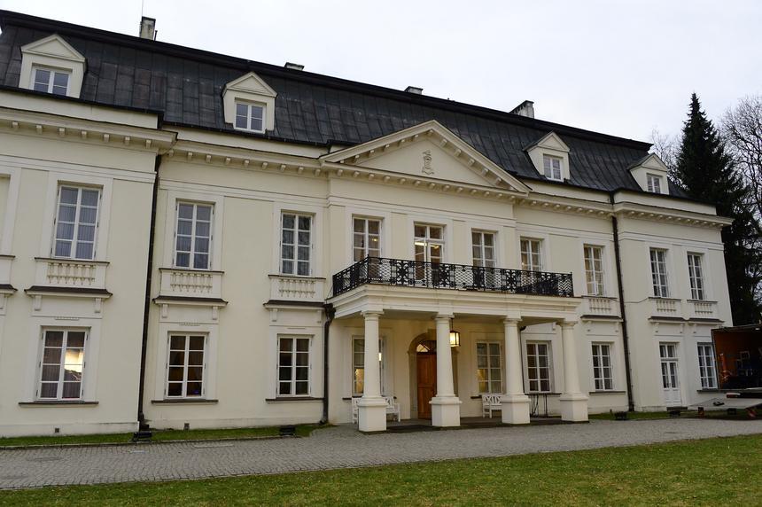"""Pałac w Radziejowicach, w którym toczy się program """"Projekt Lady"""""""