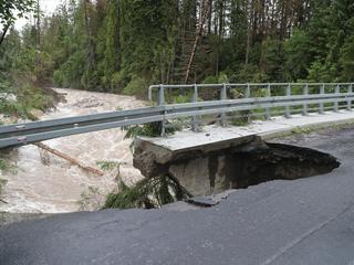 Burze, grad, ulewy, podtopienia. Już w 10 województwach ogłoszono alert powodziowy