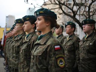 Macierewicz wchodzi do szkół. Klasy mundurowe w każdym powiecie