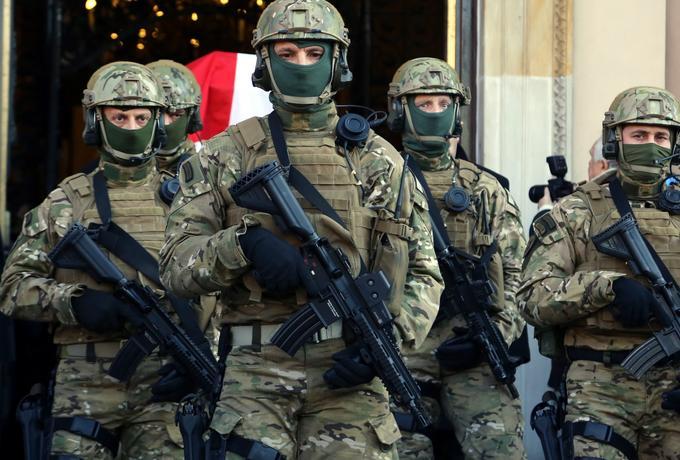 Macierewicz zabiera się za wojska specjalne. Nowy szef GROM-u donosił na przełożonych