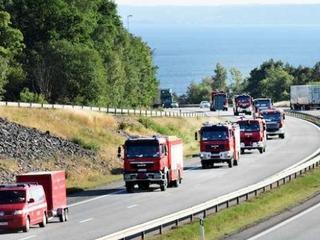 """""""Witajcie bohaterowie"""". Niezwykłe przyjęcie polskich strażaków w Szwecji"""