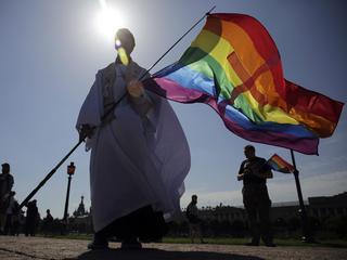 Grecja pozwoliła homoseksualistom na tworzenie rodzin zastępczych