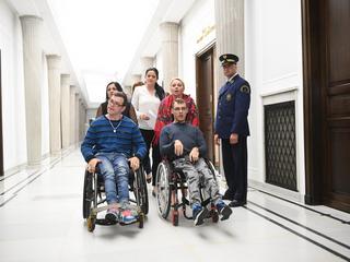 """Czy rząd zrealizował postulaty rodziców osób niepełnosprawnych? Jedna z matek: """"To nieprawda"""""""