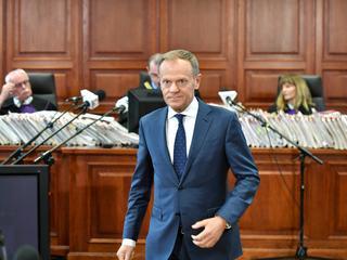 Tusk przed sądem: Kaczyński działał na granicy uprawnień konstytucyjnych [RELACJA NA ŻYWO]