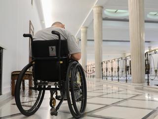 """""""500 zł to 5 godzin prywatnej rehabilitacji"""". Ile wydaje osoba z niepełnosprawnością?"""
