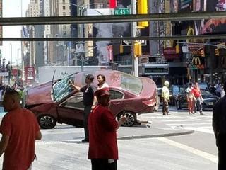 Samochód wjechał w tłum w Nowym Jorku. Jedna osoba nie żyje
