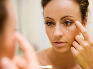 Zabiegi na twarz — jak dbać o skórę w wieku 40 lat
