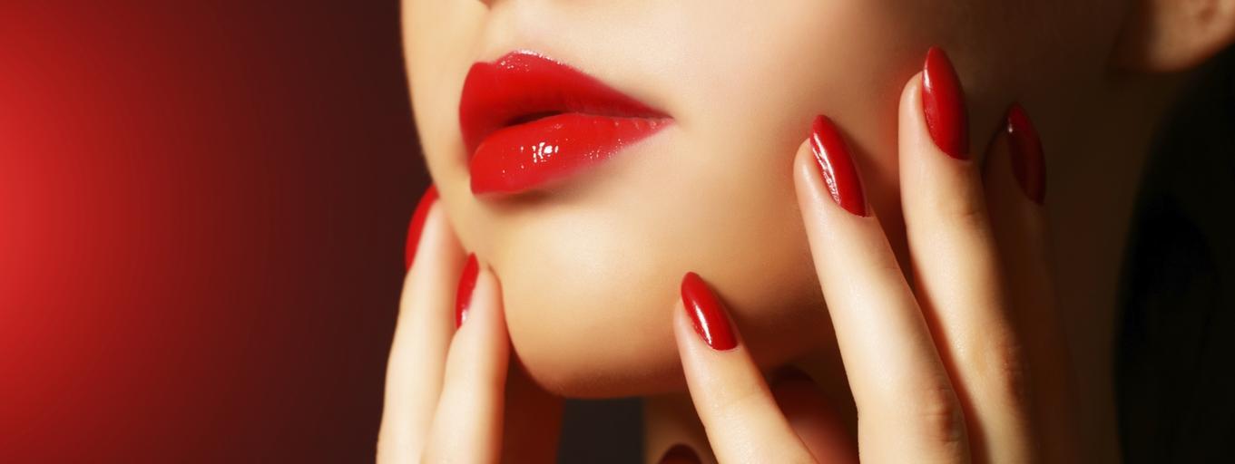 Makeup, manicure, dress code, paznokcie, usta