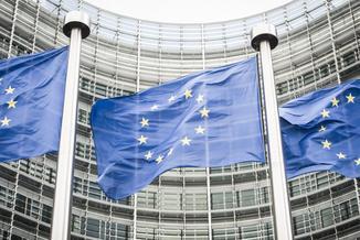 Komisja Europejska chce szybkiej debaty o praworządności w Polsce. I monitoruje sytuację w TK oraz sądach