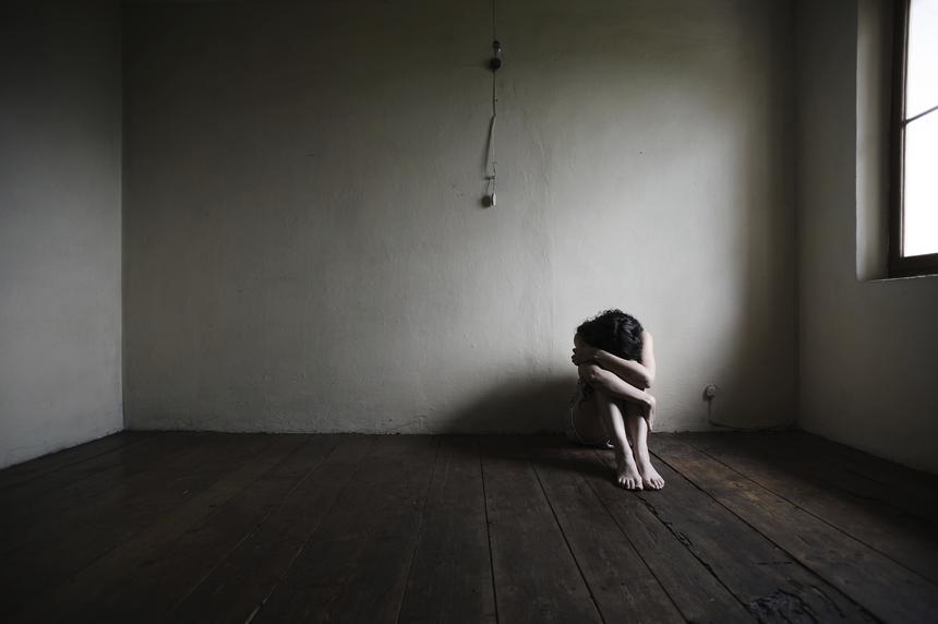 – Schizofrenik przeżywa do wewnątrz, przez jego głowę przetaczają się burze emocji. Dlatego nazywam schizofrenię chorobą nadwrażliwych –mówi ekspertka.