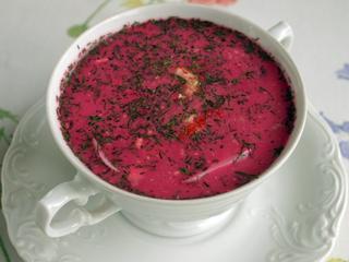 Chłodnik, rostbef, kompot z rabarbaru. Lekka, różowa dieta na wiosenne dni
