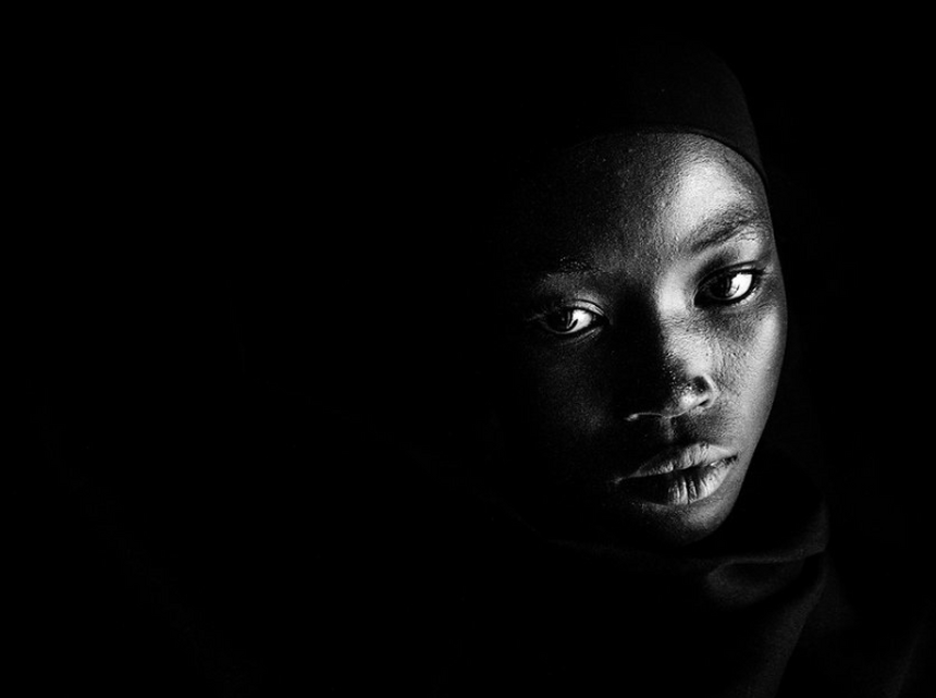 Talatu, 14 lat. Porwana wraz z matką, wydana za mąż pod przymusem.